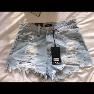 Distressed Short Jeans